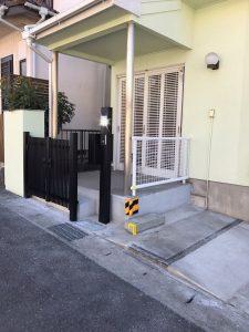 車が駐車できるようになり、門扉とフェンスを取付けたことにより 防犯の面でも安心です。
